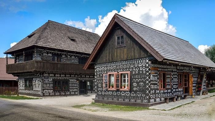 Slovenske kroje a dediny