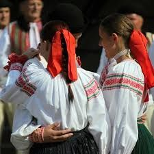 Slovenske kroje a šaty